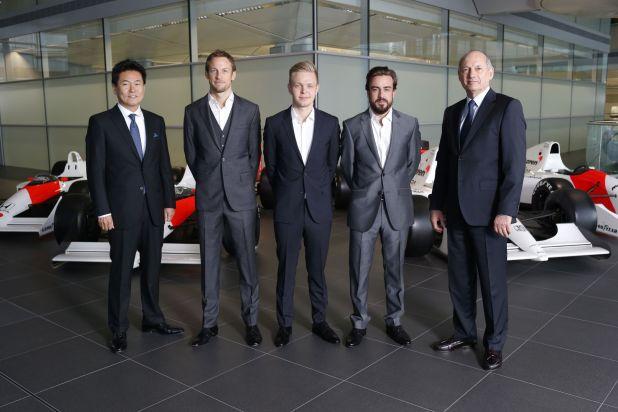 McLaren prezentacja kierowców 2015 03 Alonso Button Magnussen Dennis Arai