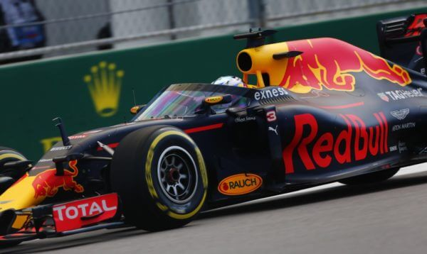 Red Bull Ricciardo 2016 osłona kokpitu Soczi